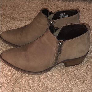 Size 6 Steve Madden ankle booties